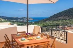 Балкон. Греция, Бали : Прекрасная вилла с бассейном и двориком с барбекю, 4 спальни, 3 ванные комнаты, парковка, Wi-Fi