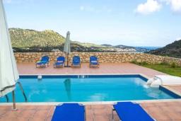 Бассейн. Греция, Бали : Прекрасная вилла с бассейном и двориком с барбекю, 4 спальни, 3 ванные комнаты, парковка, Wi-Fi