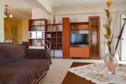 Гостиная. Греция, Аделе : Апартамент с гостиной, тремя спальнями и балконом