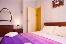 Спальня. Греция, Аделе : Апартамент с гостиной, тремя спальнями и балконом
