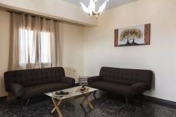 Гостиная. Греция, Агия Марина : Прекрасная вилла с двориком и видом на море, 3 спальни, 2 ванные комнаты, парковка, Wi-Fi