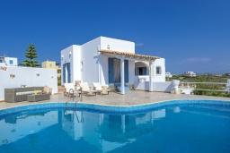 Фасад дома. Греция,  Ханья : Уютная вилла с видом на море, с 3 спальнями, с бассейном и патио с барбекю