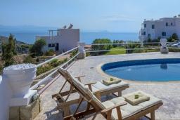 Зона отдыха у бассейна. Греция,  Ханья : Уютная вилла с видом на море, с 3 спальнями, с бассейном и патио с барбекю