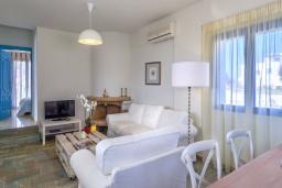 Гостиная. Греция,  Ханья : Уютная вилла с видом на море, с 3 спальнями, с бассейном и патио с барбекю