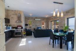 Гостиная. Греция, Фаласарна : Современная вилла с бассейном и шикарным видом на море, 3 спальни, 3 ванные комнаты, джакузи, барбекю, парковка, Wi-Fi