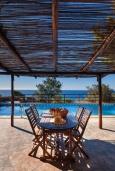 Обеденная зона. Греция, Элафониси : Прекрасная вилла с видом на море, с 4 спальнями, с бассейном, патио и барбекю