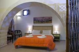 Спальня 2. Греция, Георгиуполис : Комплекс из 4 домов с видом на море и горы, с общим бассейном, приватной террасой, патио и барбекю