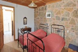 Спальня 2. Греция, Иерапетра : Уютная каменная вилла с 2-мя спальнями, с бассейном и зелёным двориком с патио и барбекю