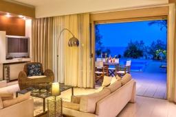 Гостиная. Греция, Иерапетра : Роскошная вилла на побережье с прекрасным видом на море, с 4-мя спальнями, с большим бассейном и двориком с барбекю