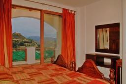 Спальня 2. Греция, Иерапетра : Прекрасная вилла с потрясающим видом на горы, с 2 спальнями, с бассейном, солнечной террасой с патио и барбекю