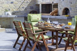 Обеденная зона. Греция, Агия Пелагия : Роскошная современная вилла с невероятным панорамным видом на море, с 5 спальнями, с бассейном, уличным джакузи, бильярдом, барбекю, хамамом, детской площадкой