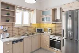 Кухня. Греция, Георгиуполис : Потрясающая вилла с 3-мя спальнями, с бассейном, приватным двориком и барбекю