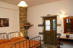 Спальня 2. Греция, Иерапетра : Каменный дом с удивительным видом на горы, с 2 спальнями, с бассейном, приватным двориком и барбекю, расположен на окраине деревни Prina