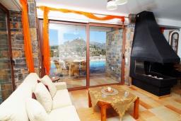 Гостиная. Греция, Амудара : Прекрасная вилла с 2 спальнями, с бассейном, солнечной террасой с патио и барбекю