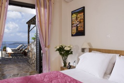 Спальня 2. Греция, Элунда : Потрясающая вилла с панорамным видом на  залив Мирабелло, с 3 спальнями, с бассейном, тенистой террасой с патио и барбекю
