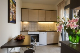 Кухня. Греция, Элунда : Потрясающая вилла с панорамным видом на  залив Мирабелло, с 3 спальнями, с бассейном, тенистой террасой с патио и барбекю