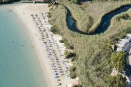 Ближайший пляж. Греция, Элунда : Восхитительная вилла с панорамным видом на море, с бассейном, тенистой террасой, патио и барбекю