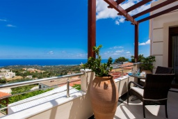 Балкон. Греция, Ретимно : Очаровательная вилла с потрясающим видом на море, с 4 спальнями, с бассейном, тенистой террасой с патио и барбекю