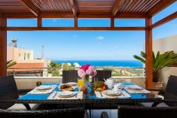 Обеденная зона. Греция, Ретимно : Очаровательная вилла с потрясающим видом на море, с 4 спальнями, с бассейном, тенистой террасой с патио и барбекю