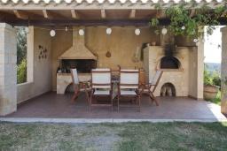 Терраса. Греция, Скалета : Комплекс из двух вилл с 9 спальнями, с зелёной территорией и большим бассейном, патио и барбекю