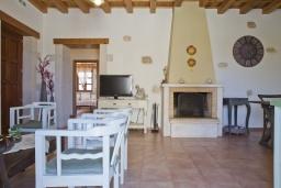 Гостиная. Греция, Скалета : Комплекс из двух вилл с 9 спальнями, с зелёной территорией и большим бассейном, патио и барбекю