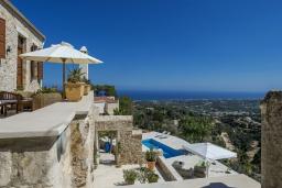 Территория. Греция, Аделе : Роскошная вилла с захватывающим видом на Эгейское море, с 4 спальнями, с большим бассейном, патио, бильярдом и барбекю