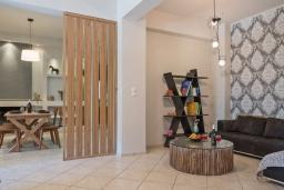 Гостиная. Греция, Ретимно : Комфортабельная вилла с 4 спальнями, с бассейном, частным двориком, беседкой с патио и каменным барбекю, расположена в деревне Atsipopoulo Village
