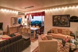 Гостиная. Греция, Ретимно : Роскошная вилла с видом на море, с 6 спальнями, с бассейном, патио и барбекю, расположена в деревне Roussospiti