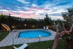 Бассейн. Греция, Ретимно : Роскошная вилла с видом на море, с 6 спальнями, с бассейном, патио и барбекю, расположена в деревне Roussospiti