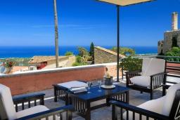 Патио. Греция, Аделе : Роскошная традиционная вилла с панорамным видом на море, с 5 спальнями, с бассейном и джакузи, тенистой террасой с патио, террасой на крыше и барбекю
