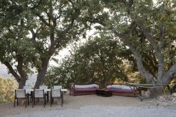 Патио. Греция, Ретимно : Роскошная вилла с 3 спальнями, с бассейном, lounge-зоной, тенистой террасой с патио и каменным барбекю