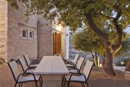 Обеденная зона. Греция, Ретимно : Роскошная вилла с 3 спальнями, с бассейном, lounge-зоной, тенистой террасой с патио и каменным барбекю
