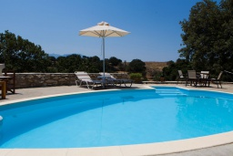 Бассейн. Греция, Ретимно : Роскошная вилла с 3 спальнями, с бассейном, lounge-зоной, тенистой террасой с патио и каменным барбекю