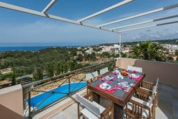 Балкон. Греция, Ретимно : Роскошная вилла с бассейном и зеленым двориком с барбекю, 4 спальни, 2 ванные комнаты, парковка, Wi-Fi