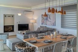 Гостиная. Греция, Плакиас : Роскошная вилла с бассейном и видом на море, 4 спальни, 3 ванные комнаты, парковка, детская площадка, настольный теннис, парковка, Wi-Fi