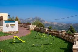 Детская площадка. Греция, Плакиас : Роскошная вилла с бассейном и видом на море, 4 спальни, 3 ванные комнаты, парковка, детская площадка, настольный теннис, парковка, Wi-Fi