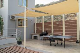 Терраса. Греция, Плакиас : Роскошная вилла с бассейном и видом на море, 4 спальни, 3 ванные комнаты, парковка, детская площадка, настольный теннис, парковка, Wi-Fi