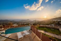 Вид на море. Греция, Плакиас : Роскошная вилла с бассейном и видом на море, 4 спальни, 3 ванные комнаты, парковка, детская площадка, настольный теннис, парковка, Wi-Fi