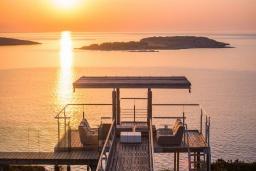 Вид на море. Греция,  Ханья : Роскошная вилла с бассейном и шикарным видом на море, 5 спален, 5 ванных комнат, барбекю, джакузи, парковка, Wi-Fi