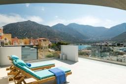 Терраса. Греция, Бали : Современная вилла с бассейном в 100 метрах от пляжа, 3 спальни, 3 ванные комнаты, барбекю, патио, парковка, Wi-Fi
