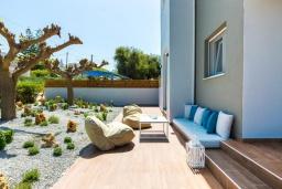 Патио. Греция, Ретимно : Роскошная вилла с бассейном и зеленым двориком с барбекю и патио, 5 спален, 4 ванные комнаты, парковка, Wi-Fi