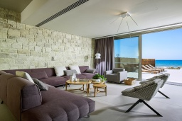 Гостиная. Греция, Киссамос Кастели : Роскошная пляжная вилла с бассейном и приватной территорией, 5 спален, 5 ванных комнат, парковка, Wi-Fi