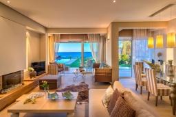 Гостиная. Греция, Сталида : Роскошная пляжная вилла с бассейном и зеленым двориком с барбекю, 4 спальни, 3 ванные комнаты, парковка, Wi-Fi