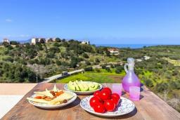 Балкон. Греция, Георгиуполис : Роскошная вилла с бассейном и зеленым двориком, 4 спальни, 2 ванные комнаты, парковка, Wi-Fi