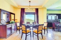 Гостиная. Греция, Георгиуполис : Роскошная вилла с бассейном и зеленым двориком, 4 спальни, 2 ванные комнаты, парковка, Wi-Fi