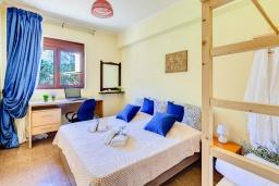 Спальня 2. Греция, Георгиуполис : Роскошная вилла с бассейном и зеленым двориком, 4 спальни, 2 ванные комнаты, парковка, Wi-Fi