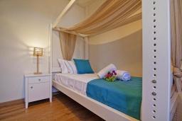 Спальня 3. Греция, Иерапетра : Прекрасная вилла с бассейном и зеленым двориком, 4 спальни, 4 ванные комнаты, парковка, Wi-Fi