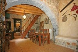 Гостиная. Греция, Георгиуполис : Традиционная вилла с бассейном и зеленым двориком, 6 спален, 3 ванные комнаты, парковка, Wi-Fi