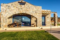 Фасад дома. Греция, Элафониси : Современная вилла с бассейном и шикарным видом на море, 3 спальни, 2 ванные комнаты, парковка, Wi-Fi