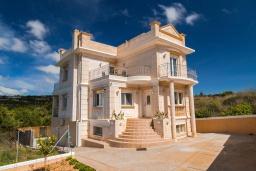 Фасад дома. Греция, Коккини Хани : Роскошная вилла с бассейном и двориком с барбекю, 3 спальни, 3 ванные комнаты, парковка, Wi-Fi